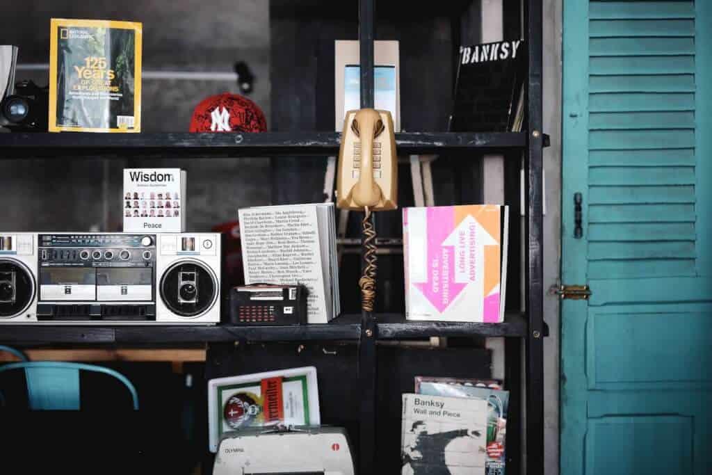 Top 05 Địa Chỉ Quán Cà Phê Ngon Đẹp Tại Quận 1 - quán cà phê đẹp quận 1 - Banksy Cafe | Bason Cafe | Cà Phê 43