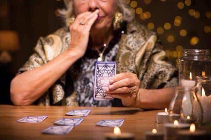 Top 5 Điều Bạn Cần Lưu Ý Cho Một Buổi Xem Bài Tarot Hoàn Chỉnh - lưu ý xem bài tarot - Tarot 7