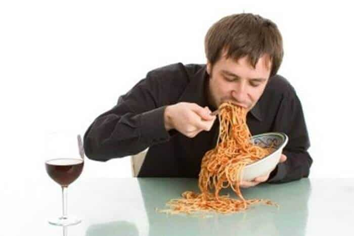 Top 5 Thói Quen Xấu Trong Bữa Ăn Nhiều Người Mắc Phải 5
