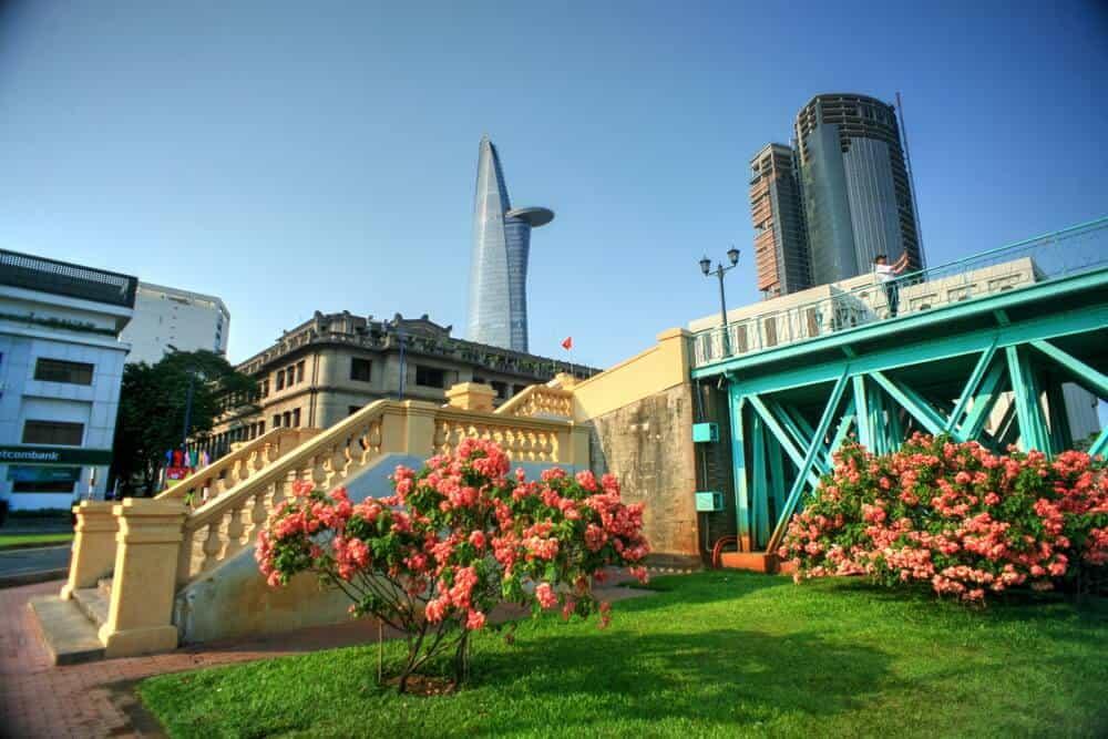 Top 6 Điểm Chụp Ảnh Cực Chất Cho Tín Đồ Nghiện Sống Ảo Tại Thành Phố Hồ Chí Minh -  - Cánh đồng cỏ lau | Cầu Mống | Đường sách Nguyễn Văn Bình 73