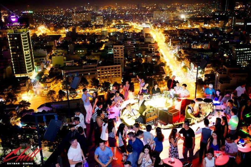 Top 5 Quán Bar Rooftop Sang Chảnh Đúng Gu Giới Trẻ Sài Gòn -  - Air 360 Sky Lounge   Chill Skybar   EON Heli Bar 11