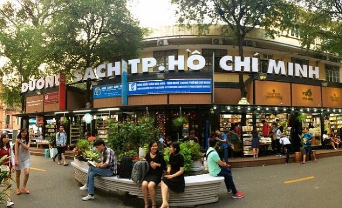 Top 6 Điểm Chụp Ảnh Cực Chất Cho Tín Đồ Nghiện Sống Ảo Tại Thành Phố Hồ Chí Minh -  - Cánh đồng cỏ lau | Cầu Mống | Đường sách Nguyễn Văn Bình 85