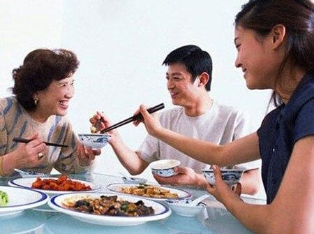 Top 5 Thói Quen Xấu Trong Bữa Ăn Nhiều Người Mắc Phải 3