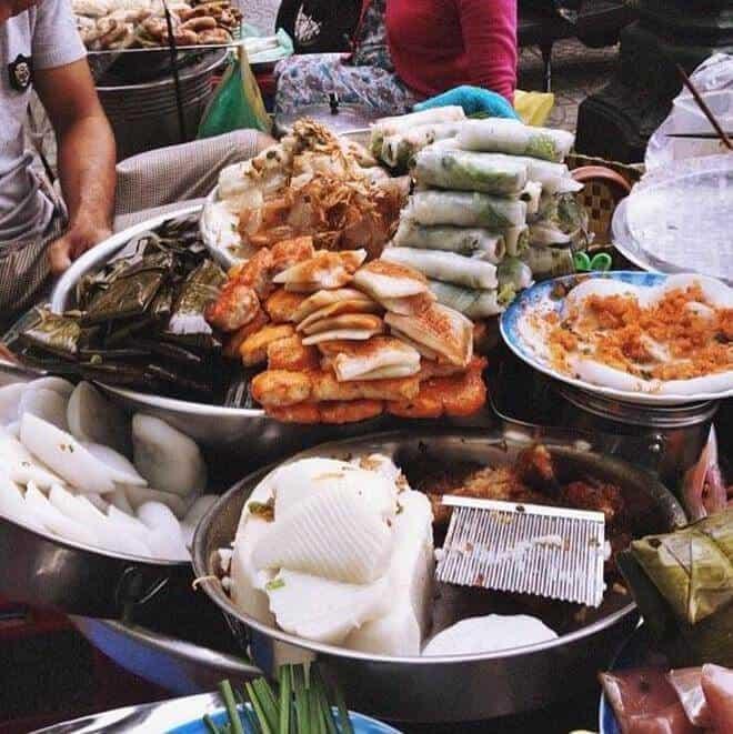 - Top 08 Món Ăn Bạn Phải Thử Khi Đến Chợ Bến Thành