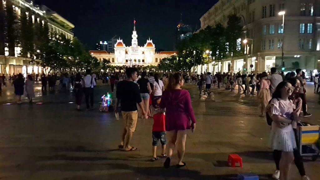Top 5 Địa Điểm Vui Chơi Về Đêm Được Nhiều Người Lựa Chọn Ở Sài Gòn 1