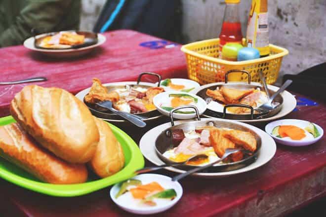 Top 6 Quán Ăn Lâu Đời Vẫn Thu Hút Thực Khách Sài Gòn -  - Bánh mì Bảy Hổ   Bánh mì Hòa Mã   Cơm thố Chuyên Ký 33