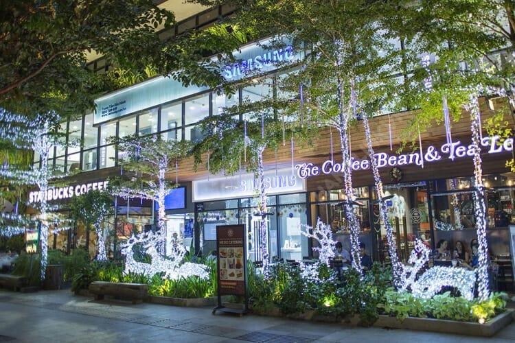 Top 12 Địa Điểm Bạn Nhất Định Phải Ghé Khi Đến Quận 1 - - Bitexco Financial Tower | Bưu điện thành phố | Chợ Bến Thành 37