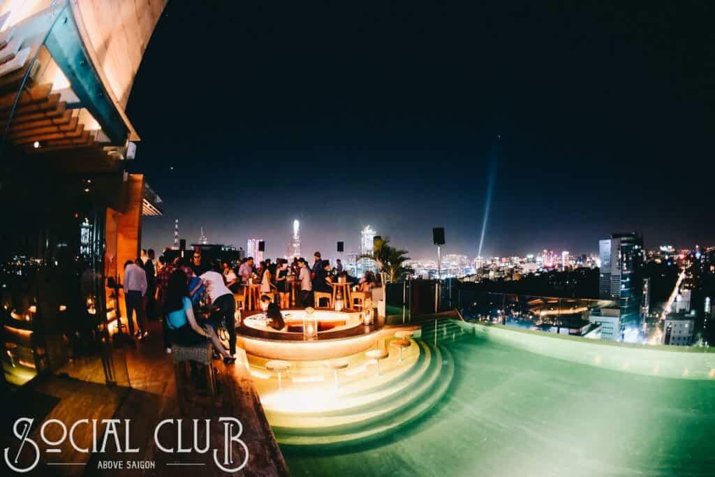 Top 5 Quán Bar Rooftop Sang Chảnh Đúng Gu Giới Trẻ Sài Gòn -  - Air 360 Sky Lounge   Chill Skybar   EON Heli Bar 15