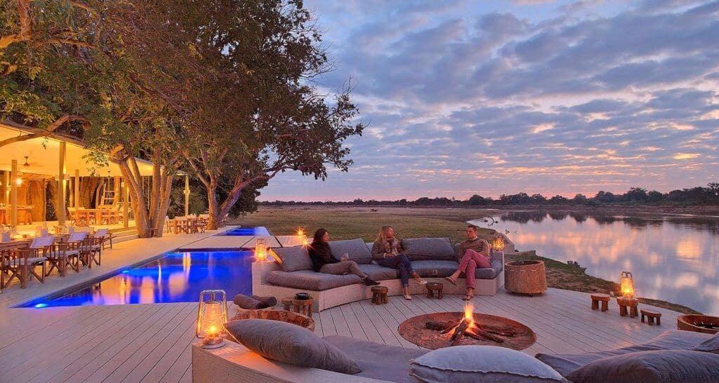 - Top 15 Khách Sạn Lãng Mạn Nhất Thế Giới Bạn PHẢI BIẾT