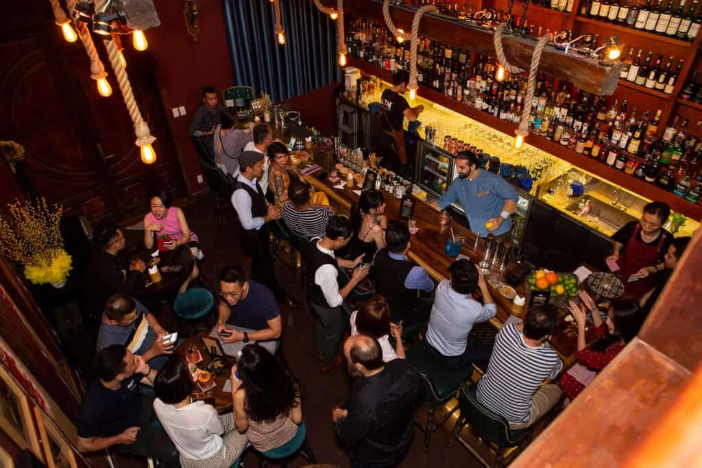 Top 5 Quán Bar Theo Phong Cách Nhẹ Nhàng Dành Cho Người Không Ưa Náo Nhiệt Tại Sài Gòn -  - Layla - Eatery & Bar   The ATM Cocktail Bar & Kitchen   The First Bar 23
