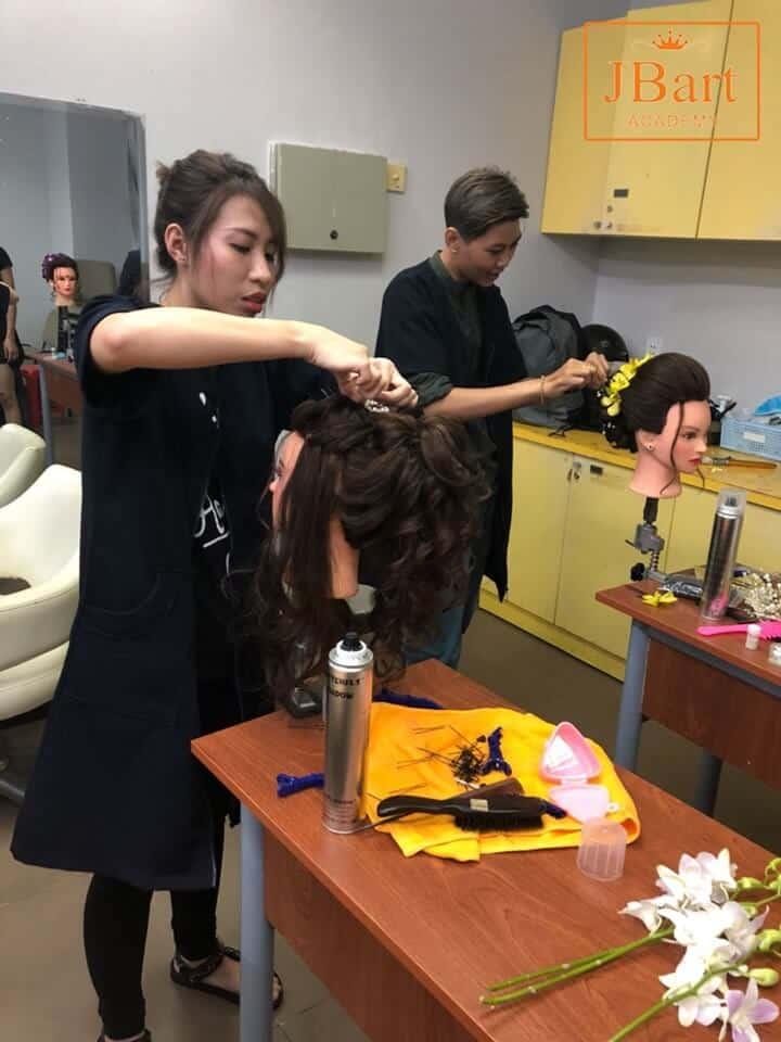 Top 10+ Trung Tâm Dạy Học Nghề Cắt Tóc Uy Tín, Chất Lượng Nhất Tại TPHCM - học nghề cắt tóc - Quận 1 | Quận 10 | Quận 12 149