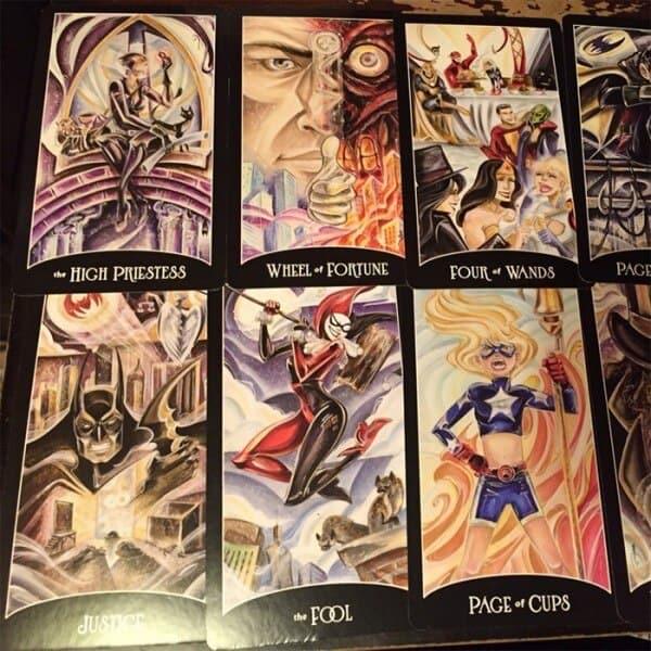 Justice League Tarot được xếp là bộ bài tarot lạ vì sao