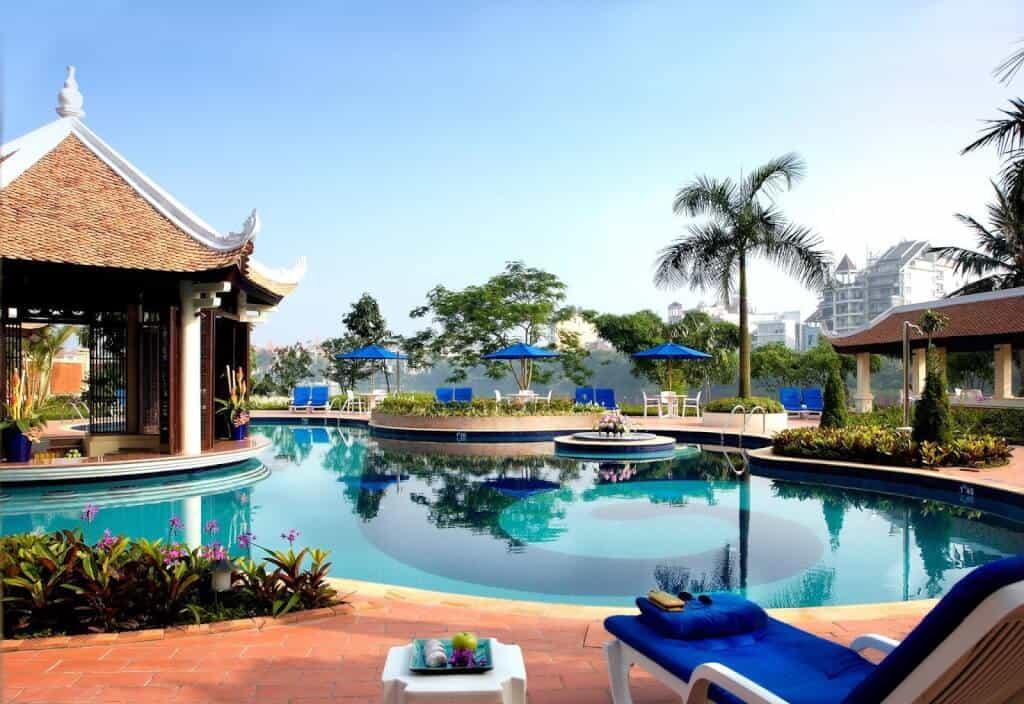 Top 5 Khách Sạn Có Bể Bơi Sang Chảnh Tại Hà Nội - - Apricot Hotel | Crowne Plaza West Hanoi | Elegant Suites Westlake 27
