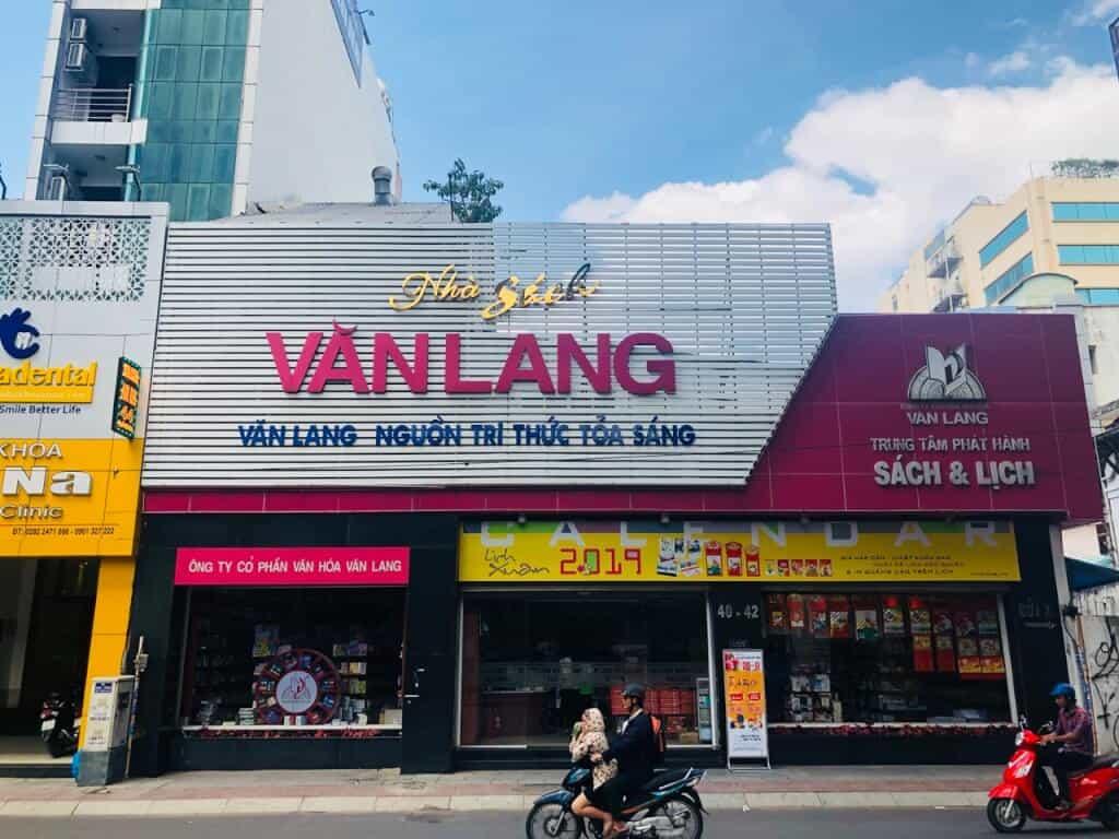 Top 10 Nhà Sách Nổi Tiếng Ở Thành Phố Hồ Chí Minh -  - Nhà sách ArtBook   Nhà sách Cá Chép   Nhà sách Kim Đồng 37