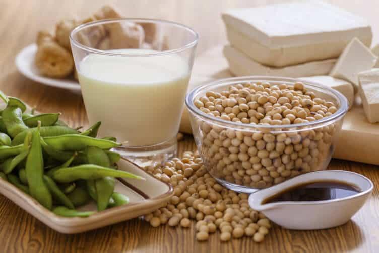 đậu nành nhóm thực phẩm giúp cải thiện tình trạng loãng xương