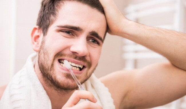 Sử dụng kem đánh răng dành cho răng nhạy cảm: P/S Chuyên Gia Giảm Ê Buốt được thiết kế chuyên biệt để khắc phục sự khó chịu gây ra do răng nhạy cảm.