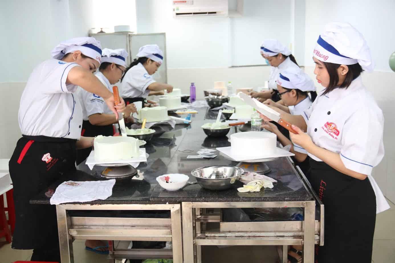 Top 8 Địa Chỉ Dạy Làm Bánh Kem Chất Lượng Tại Tp Hồ Chí Minh - địa chỉ dạy làm bánh kem chất lượng - Cà phê – tiệm bánh Flour No.8   Hướng Nghiệp Á Âu   Thành Phố Hồ Chí Minh - Sài Gòn 21