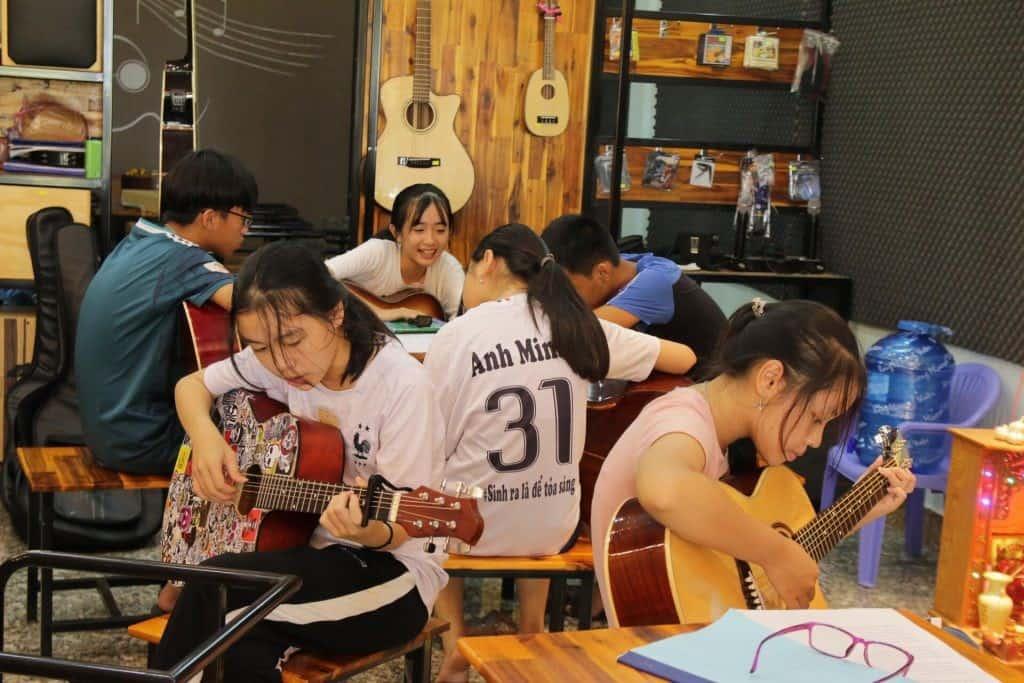 Top 10 Trung Tâm Đào Tạo Guitar Nổi Tiếng Tại Tp Hồ Chí Minh - trung tâm đào tạo guitar nổi tiếng ở tphcm - Guitar Với Âm Nhạc | Học Viện Âm Nhạc SEAMI | Thành Phố Hồ Chí Minh - Sài Gòn 67