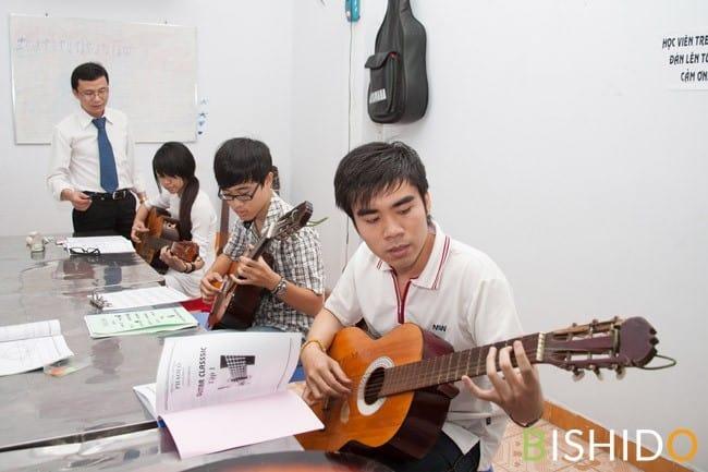 Top 10 Trung Tâm Đào Tạo Guitar Nổi Tiếng Tại Tp Hồ Chí Minh - trung tâm đào tạo guitar nổi tiếng ở tphcm - Guitar Với Âm Nhạc | Học Viện Âm Nhạc SEAMI | Thành Phố Hồ Chí Minh - Sài Gòn 53