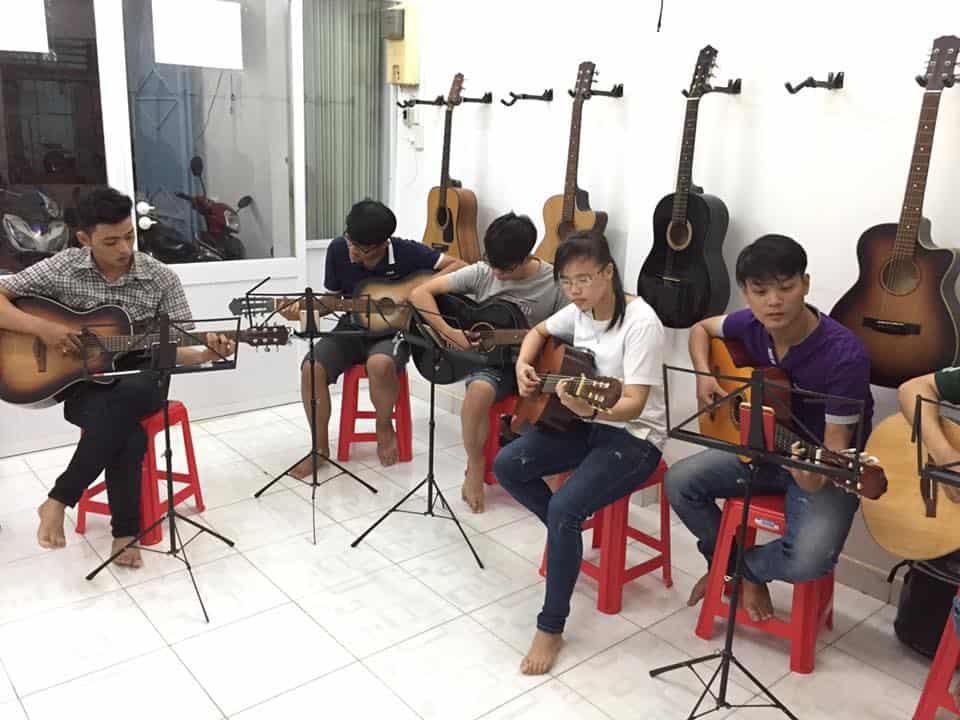 Top 10 Trung Tâm Đào Tạo Guitar Nổi Tiếng Tại Tp Hồ Chí Minh - trung tâm đào tạo guitar nổi tiếng ở tphcm - Guitar Với Âm Nhạc | Học Viện Âm Nhạc SEAMI | Thành Phố Hồ Chí Minh - Sài Gòn 49