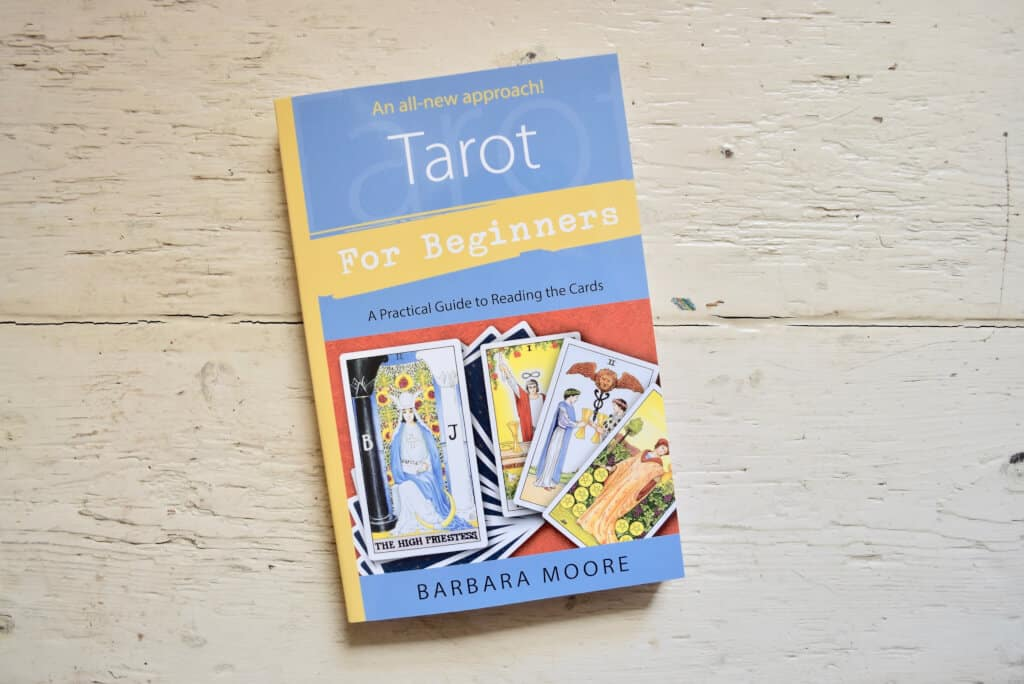 """Top 10 Cuốn Sách Tarot """"Gối Đầu Giường"""" Dành Cho Tarot Reader - sách gối đầu giường dành cho tarot reader - Giải Mã Bộ Hoàng Gia Tarot 8"""