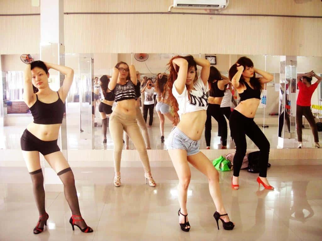 Top 5 Địa Chỉ Lý Tưởng Cho Những Ai Đang Muốn Học Nhảy Go Go Dancing Tại Sài Gòn - dạy nhảy go go dancing - FLYPRO | Goldstar Dance Club | PC Crew 31