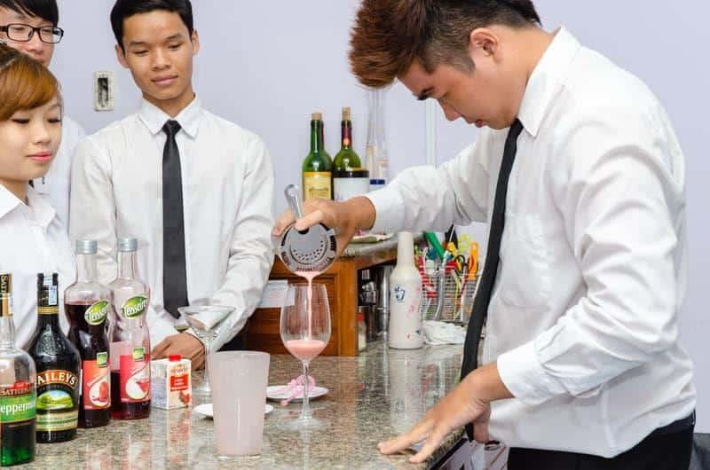 Top 10 Trung Tâm Đào Tạo Bartender Nổi Tiếng HCM - trung tâm đào tạo bartender - Đào Tạo Bếp Vàng | Học Pha Chế Việt (HPCViet) | Hướng Nghiệp Á Âu 25