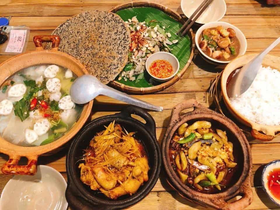Top 6 Nhà Hàng Ẩm Thực Miền Trung Ngon Nổi Tiếng Tại TP HCM - nhà hàng ẩm thực miền trung - Ân Nam Quán | Cơm Quê Mười Khó | Hội An Quán 27