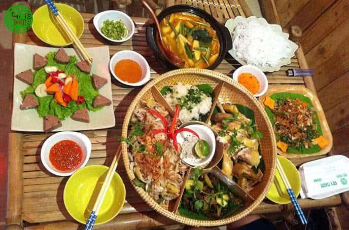 Top 6 Nhà Hàng Ẩm Thực Miền Trung Ngon Nổi Tiếng Tại TP HCM - nhà hàng ẩm thực miền trung - Ân Nam Quán | Cơm Quê Mười Khó | Hội An Quán 33