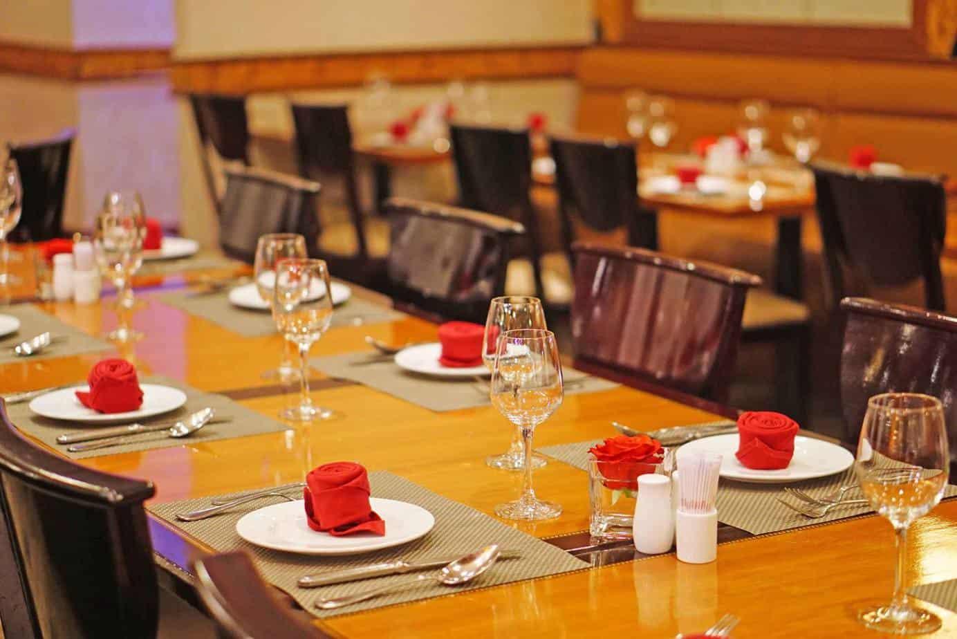 Top 8 Nhà Hàng Buffet Cao Cấp Tại TPHCM Mà Dân Sành Ăn Không Nên Bỏ Lỡ - nhà hàng buffet cao câp tại tphcm - Caravelle Saigon hotel | Hoàng Yến Premier | Nhà Hàng Buffet 93