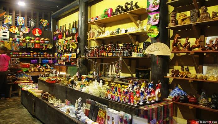 shop bán đồ lưu niệm tại Hội An