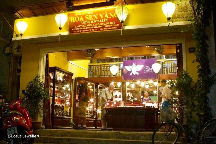 Top 10 Cửa Hàng Bán Quà Lưu Niệm Đẹp Mắt Ở Hội An -  - Cửa hàng bán Tò he | Cửa hàng đèn lồng Việt | Cửa hàng giày thân thiện 26