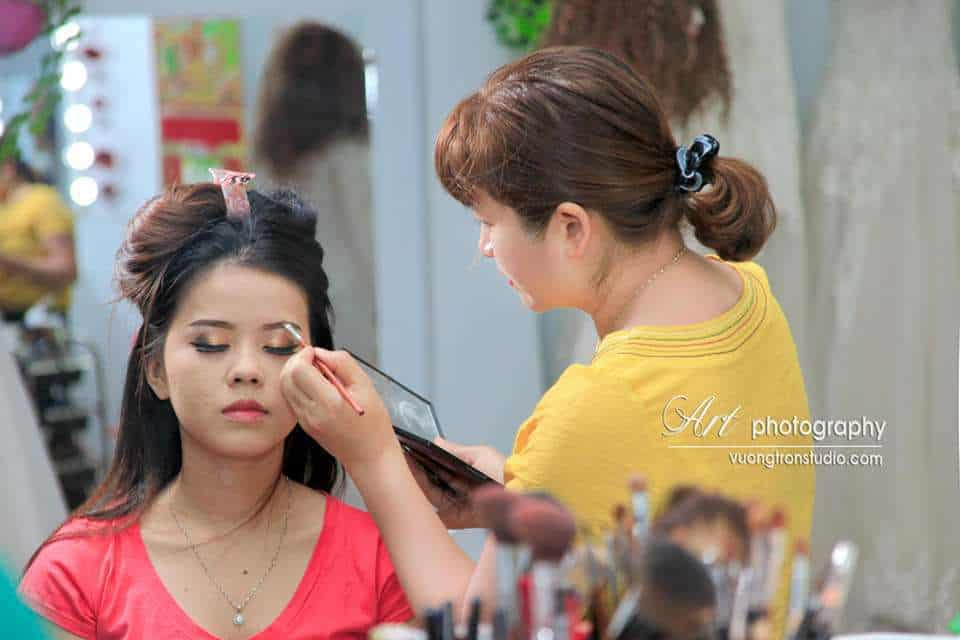 Top 10 Địa Chỉ Trang Điểm Cô Dâu Đẹp Xuất Sắc Tại Nha Trang -  - Chang Make Up | Cường Trần Studio | Lyn Artist 25