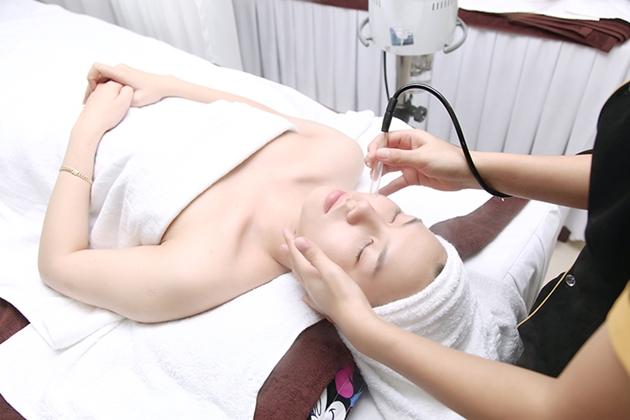 công nghệ trị mụn bằng laser