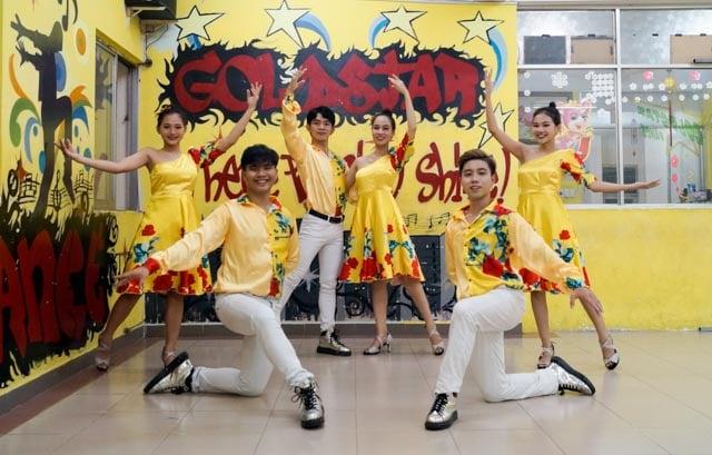 học múa lụa ở Goldstar Dance Club