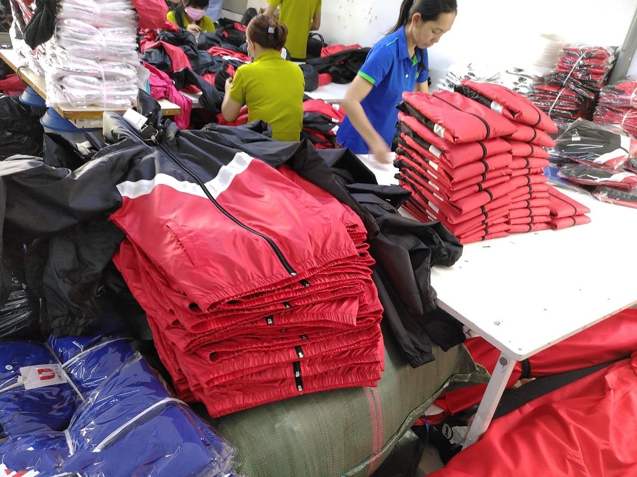 Xưởng sản xuất áo khoác tại HCM chất lượng, giá rẻ